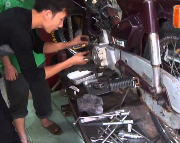 Repair shop motorbike in Hanoi