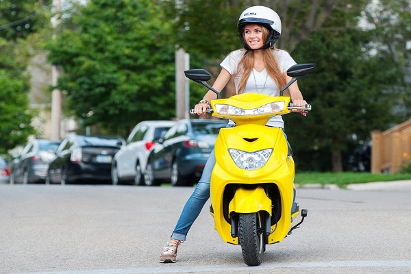 How to drive a semi- automatic scooter for a newbie